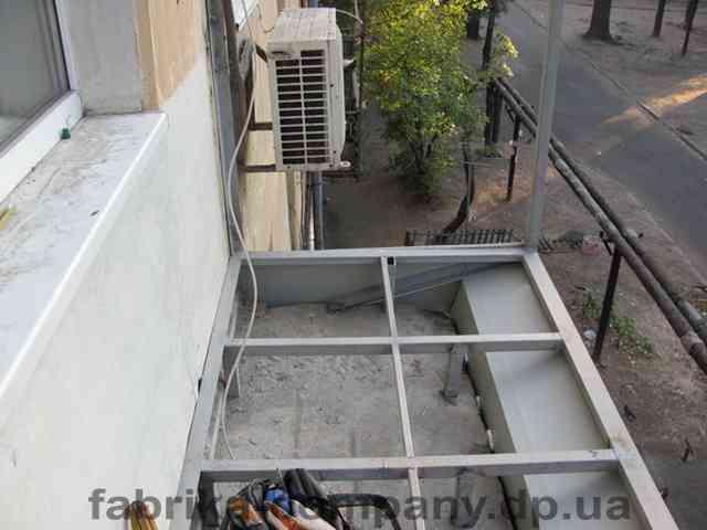 Каркас под французский балкон с расширением по плите