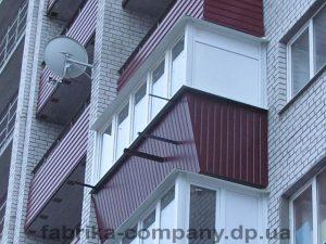 балкон под ключ с обшивкой профнастилом